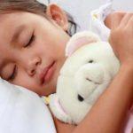 Mẹ lo lắng khi trẻ trằn trọc, ngủ không ngon giấc