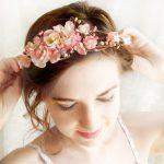 Lãng mạn hoa cài áo và hoa trang trí tóc
