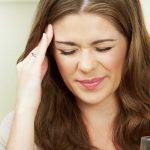 Bí quyết trị chứng đau đầu kinh niên ở phụ nữ và người lớn tuổi