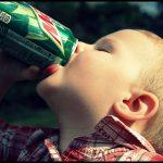 Trẻ có thể chết vì uống nước tăng lực, ung thư vì uống nước ngọt