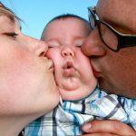 Bé trai 16 tháng tuổi suýt mất mạng vì nhiễm loại virus nguy hiểm chỉ sau 1 nụ hôn của người lớn