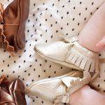 Các lưu ý chọn giày cho bé tập đi mẹ cần biết