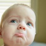 Tiêu chảy, sốt hay sổ mũi không phải là dấu hiệu cho thấy bé mọc răng