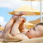 Có cần tắm nắng cho trẻ không?